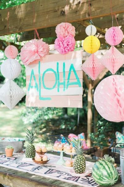Aloha Chic baby shower themes with cute decoration