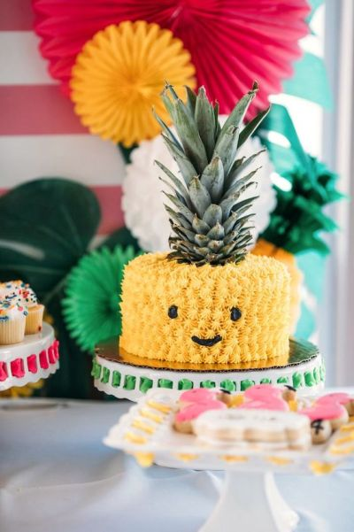 baby-shower-themes-venuerific-blog-aloha-chic-cute-pineapple-cake
