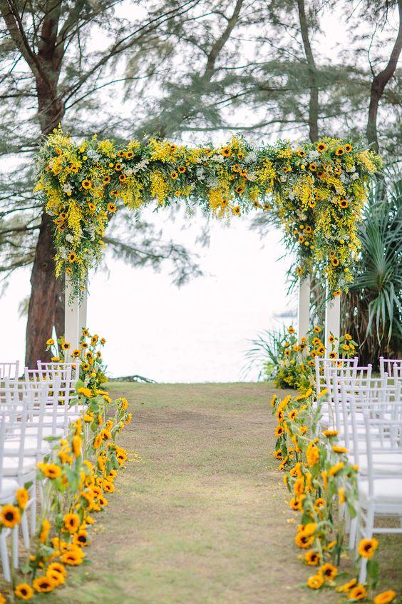Perfect-wedding-flower-venuerific-blog-little-miss-sunshine-flower-arch