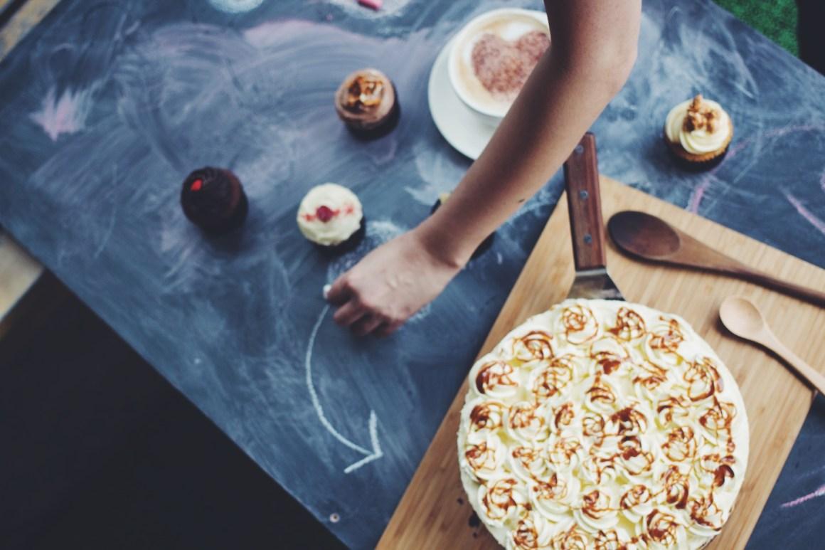 21st-birthday-bash-venuerific-blog-cake-pasteries