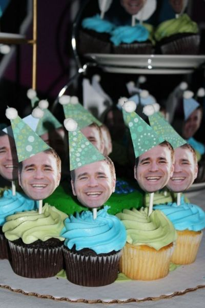 unforgettable-30th-Birthday-Party-venuerific-blog-funny-custom-cupcakes
