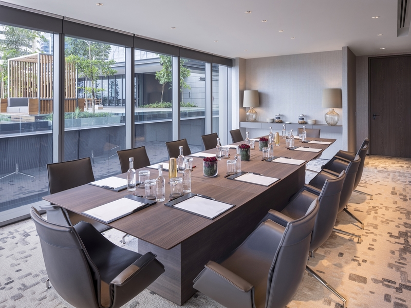 unique-venue-singapore-venuerific-blog-oakwood-executive-lounge-long-table