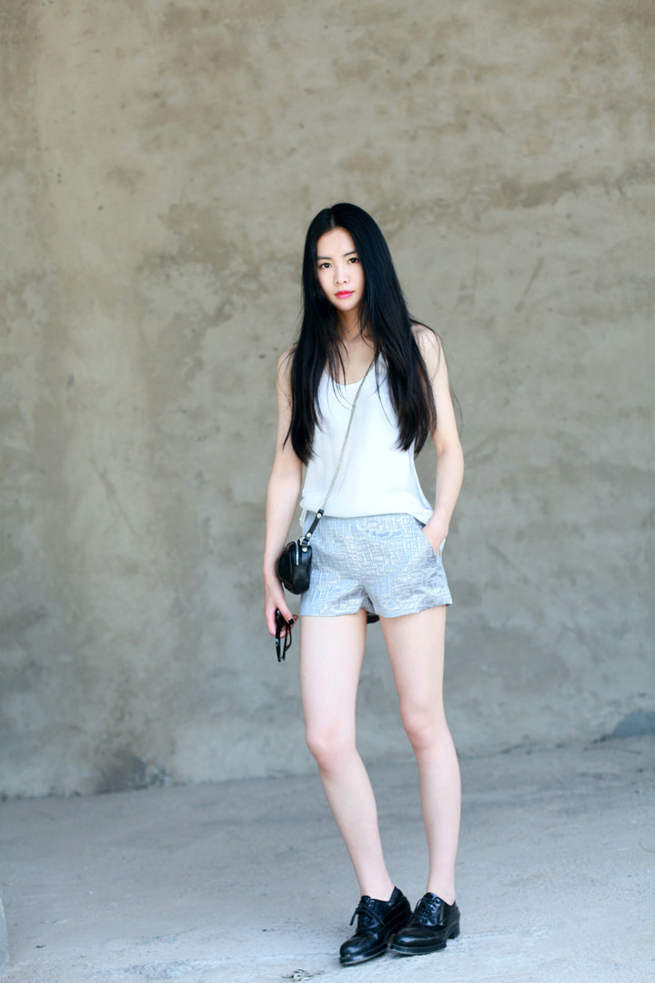 Dress-code-venuerific-blog-super-casual-ladies-sleeveless