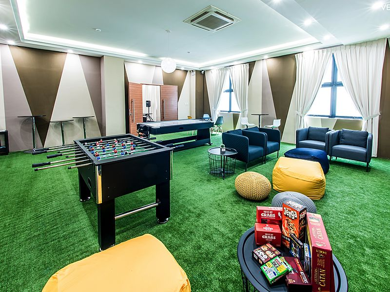 Cosy and casual loft studio with green carpet