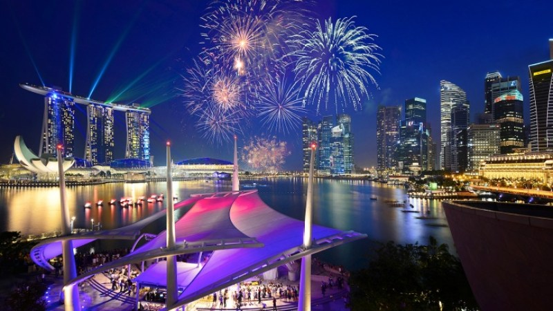 beautiful and colourful fireworks marina bay sands