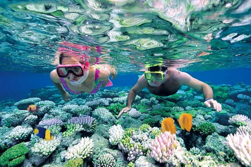two young people sea adventure at Coron palawan philippines