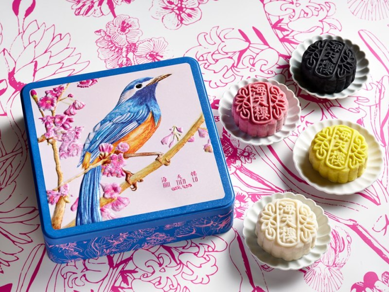 the beautful artbox of mooncake from pan pacific singapore
