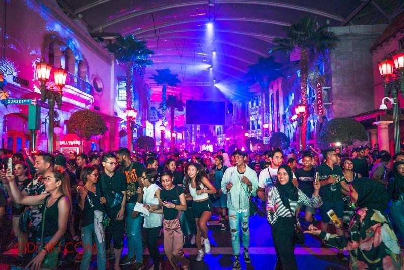 the crowd of halloween event universal studio singapore