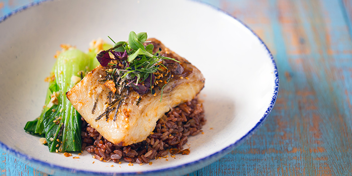 grill salmon with red rice and vegetable