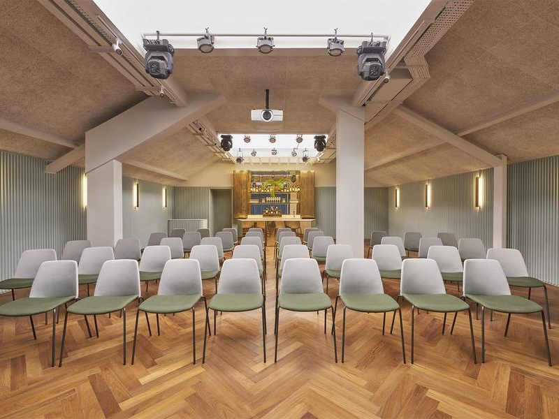 elegant and gorgeous multifunctional space with seminar setup