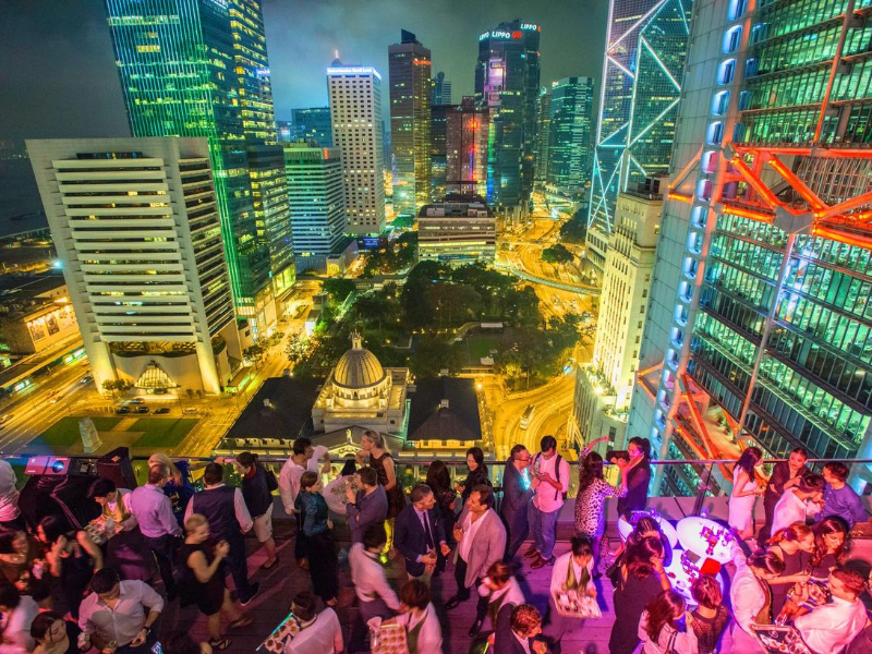 popular rooftop bar in hong kong