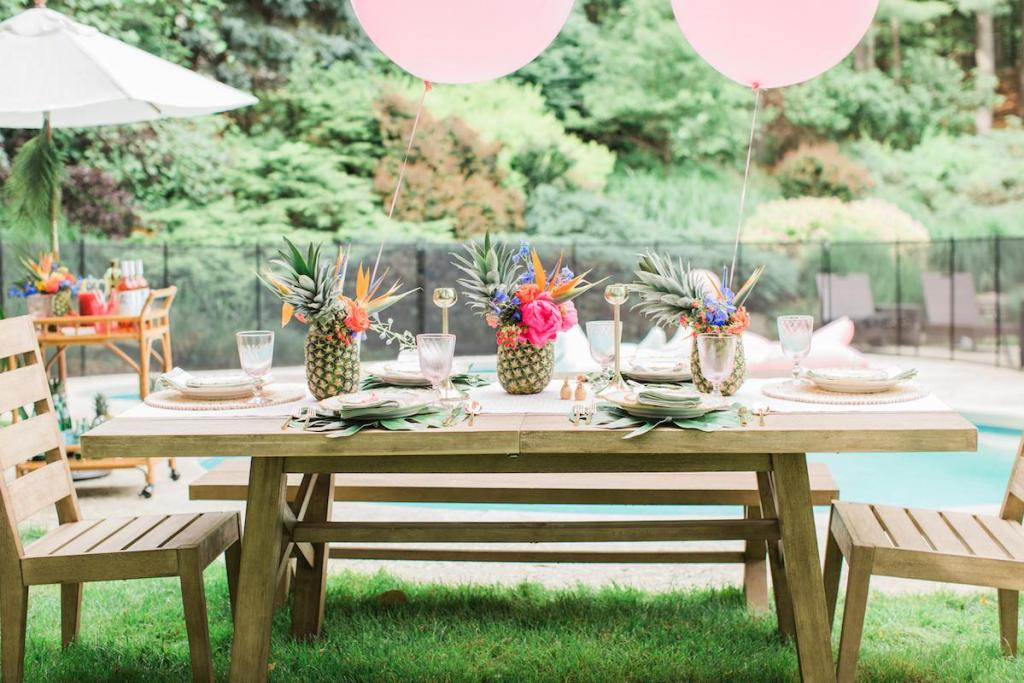 poolside summer party decoration