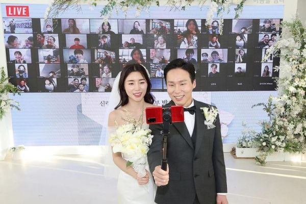 virtual wedding event using a big screen on the stage