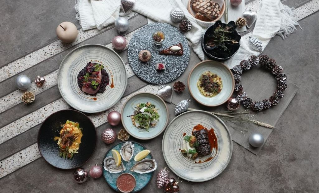singapore christmas menu with more than 4 dishes