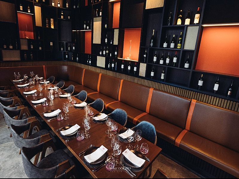 singapore restaurant with private room and wine selection