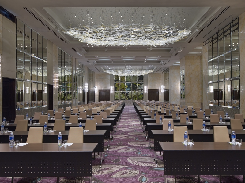 seminar venue in 5 star hotel singapore with classroom seating and high ceiling