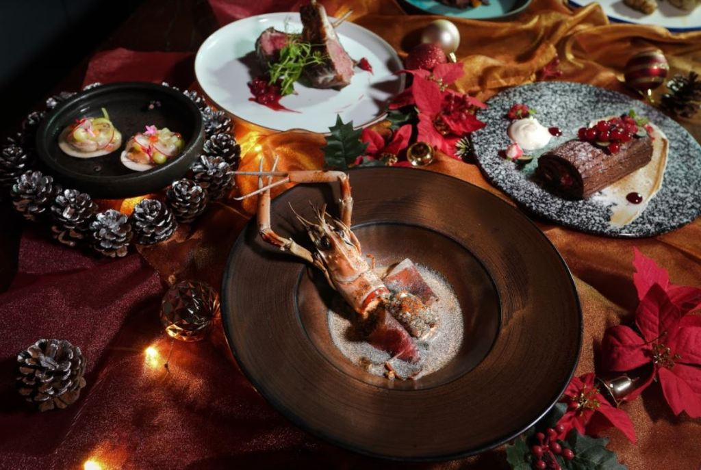 full set christmas dining menu in singapore with seafood