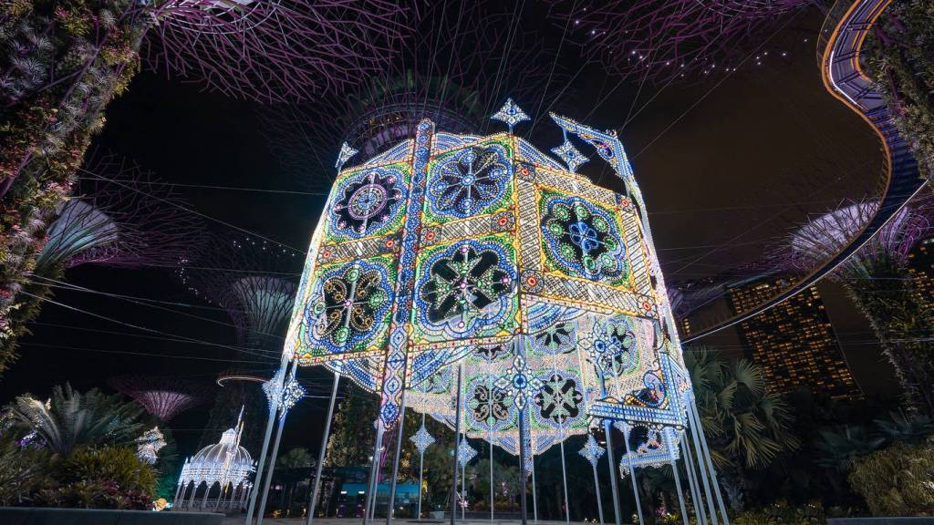 large light artworks in singapore christmas wonderland