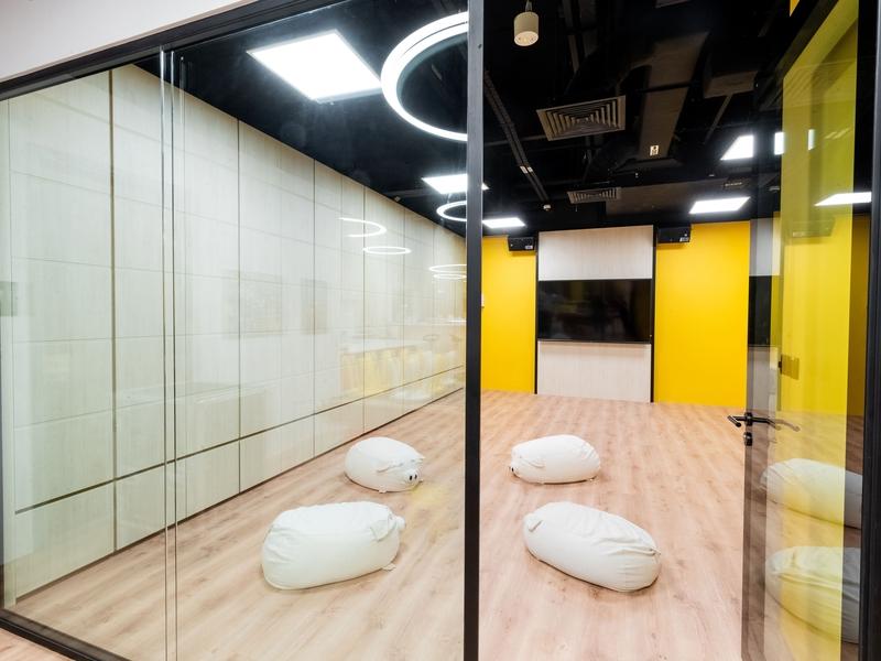 Corporate Event Venue spacious meeting room