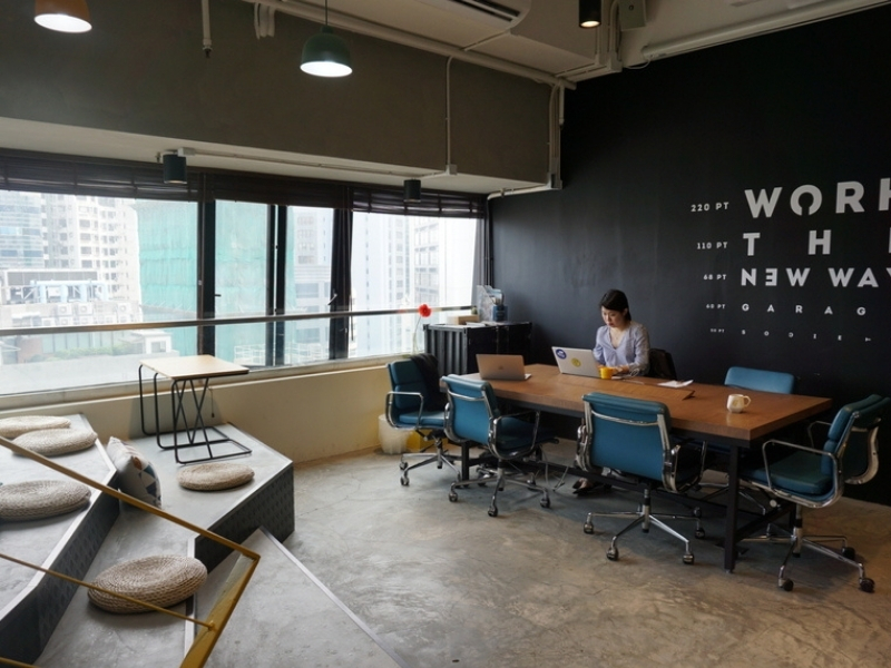 Fun and big working space for meetings