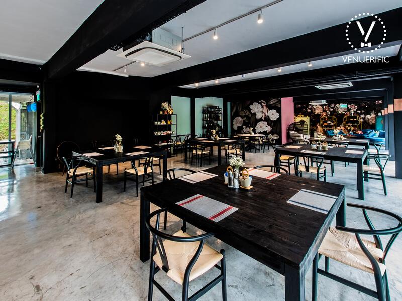 restaurant with plenty natural lights