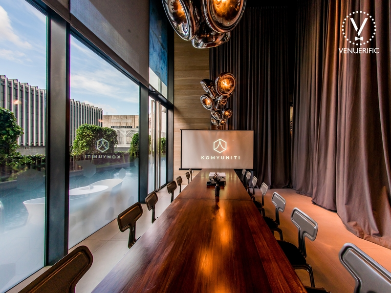 Private room with screen for conference meetings and other corporate event