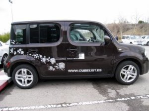 Lateral Nissan CUBE