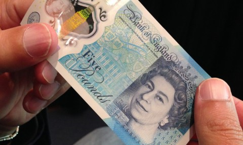 The New Fiver: пластиковая банкнота банка Англии