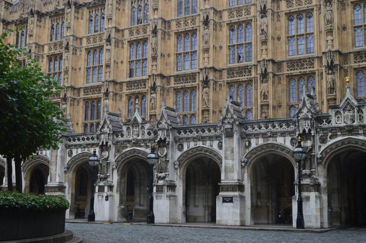 Three line whip: дисциплина в Парламенте Великобритании
