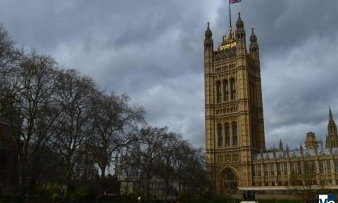 Зачем премьер-министр Великобритании предложил внеочередные выборы?