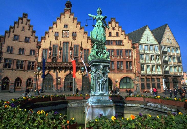 Fotos 360 Fuente de la Justicia de noche. #VidePan por #Frankfurt ...