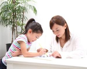 小学生が学校の成績を上げるためには親の接し方が重要です