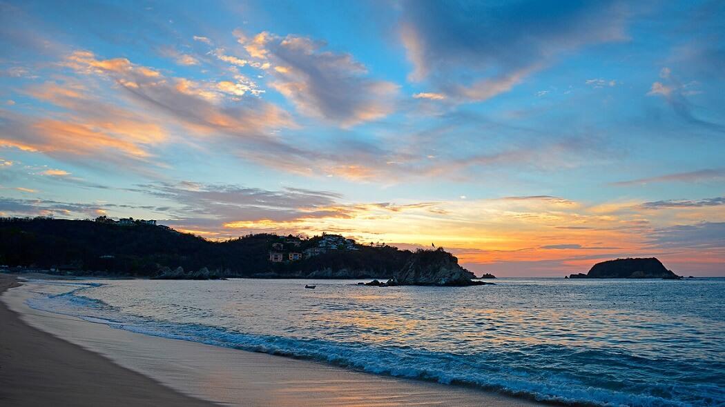 atardecer en la playa de Huatulco