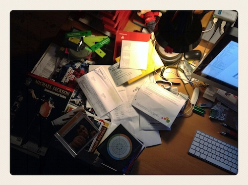 A Messy Desk is a Sign of a Sophisticated Mind door Bruno Bollaert