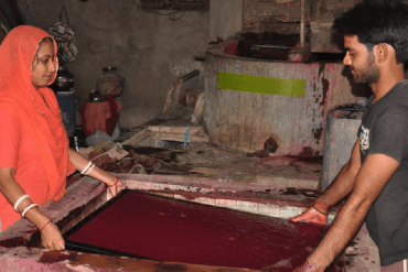 India1 2 min Making handmade paper from elephant dung