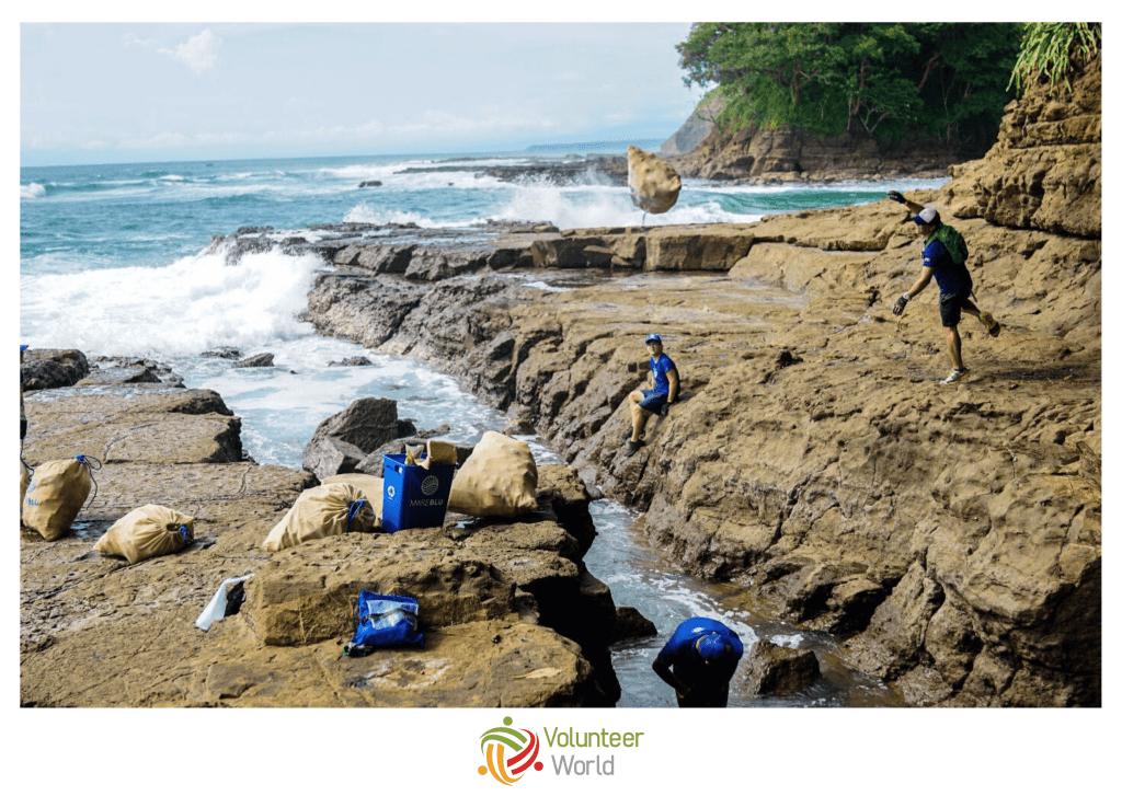 costa rica beach cleanup 1024x727 Top 5 Alternative Spring Break Volunteer Destinations