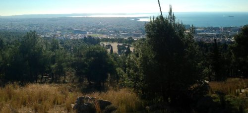 At the hills next to Thessaloniki I got a weird experience - I trekked up, turned around and was faced with a completely imaginary view I used in my novel, down to the containerships in the sea but sans one river. The punisment from the reality bleed was an immediate migraine attack.