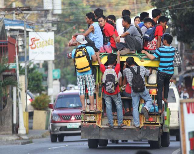 overloaded jeep in La Union, photo by Erwin G. Beleo