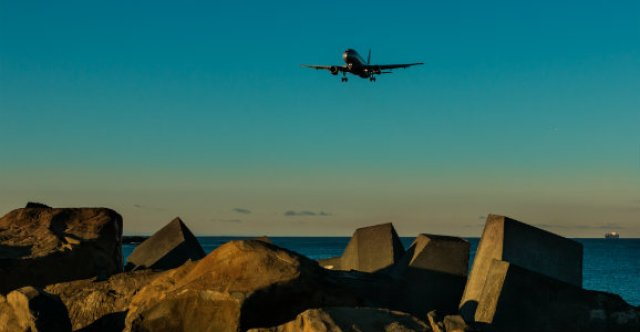 airplane-flying-over-Wellington-New-Zealand-blog-dp
