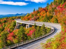road-trip-in-linn-cove-viaduct-in-north-carolina-usa-dp