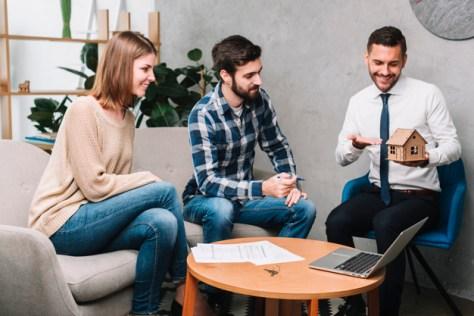 corredor inmobiliario aplica con clientes cómo mostrar una casa para vender