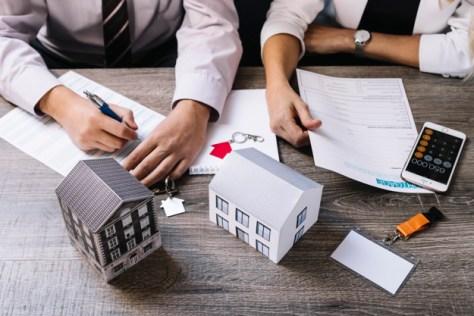 comprador y vendedor acuerdan formato de contrato de compraventa de inmueble
