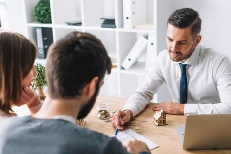 Contrata agentes inmobiliarios por comisión