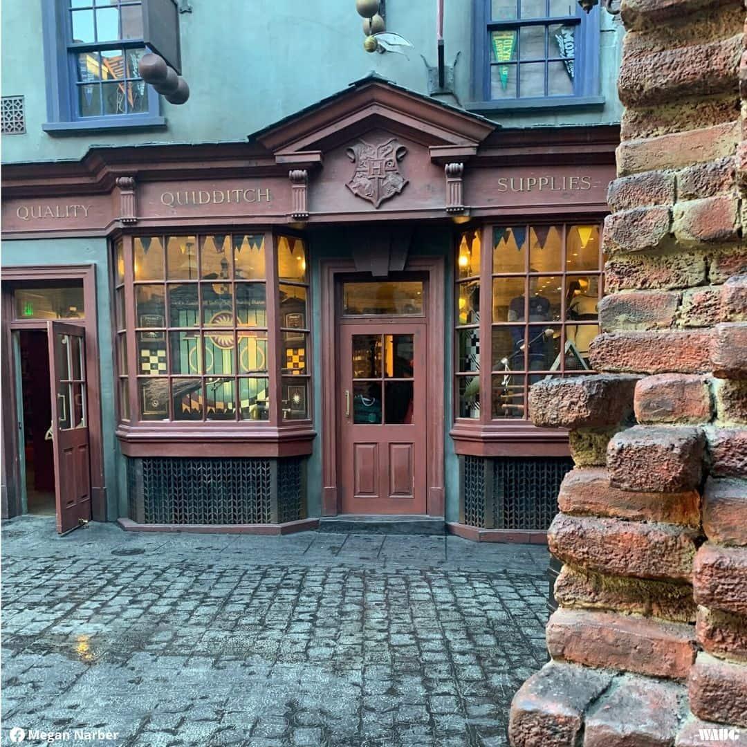 universal-orlando-harry-potter-quality-quidditch-supplies