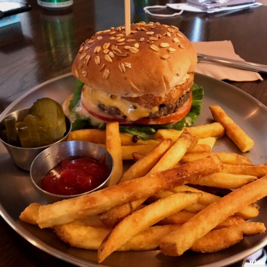 yellow-burger-kondae-somoon-omelette-burger-hapjeong