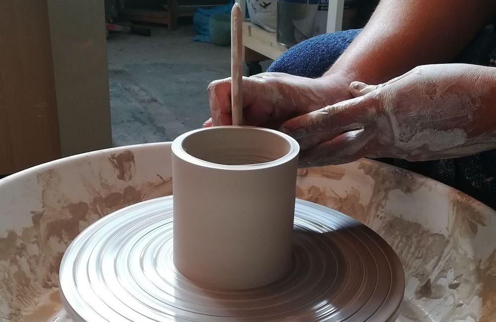 Initiation à la céramique lors d'un atelier céramique Nantes