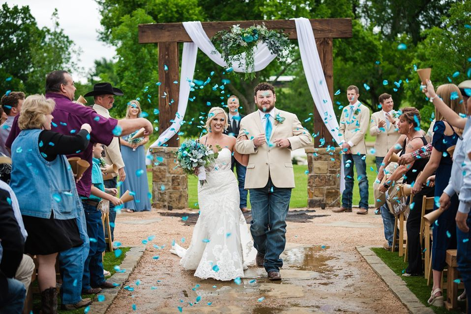 Couple getting married at Lucky Spur Ranch Retreat Barn Styled Dallas Wedding Venue. Blue theme