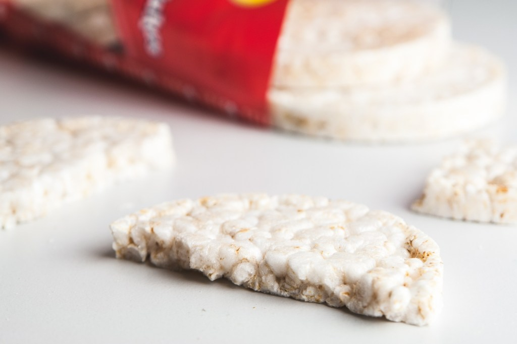Are rice cakes and rice crackers good for losing weight