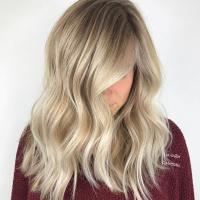 7 Warm-Toned Blonde Hair Colors from Honey to Bronde