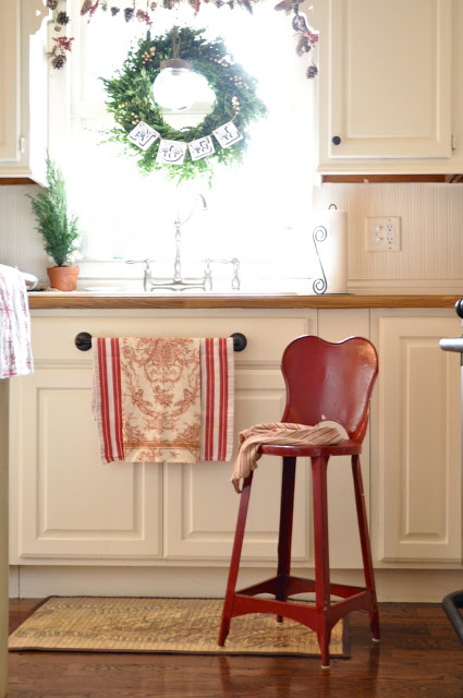 Love the wreath in Jennifer Rizzo's kitchen!  http://www.jenniferrizzo.com/2011/12/pops-of-reda-mini-kitchen-tour.html